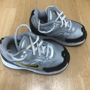 Nike Pillartech Baby toddler shoes size 6C